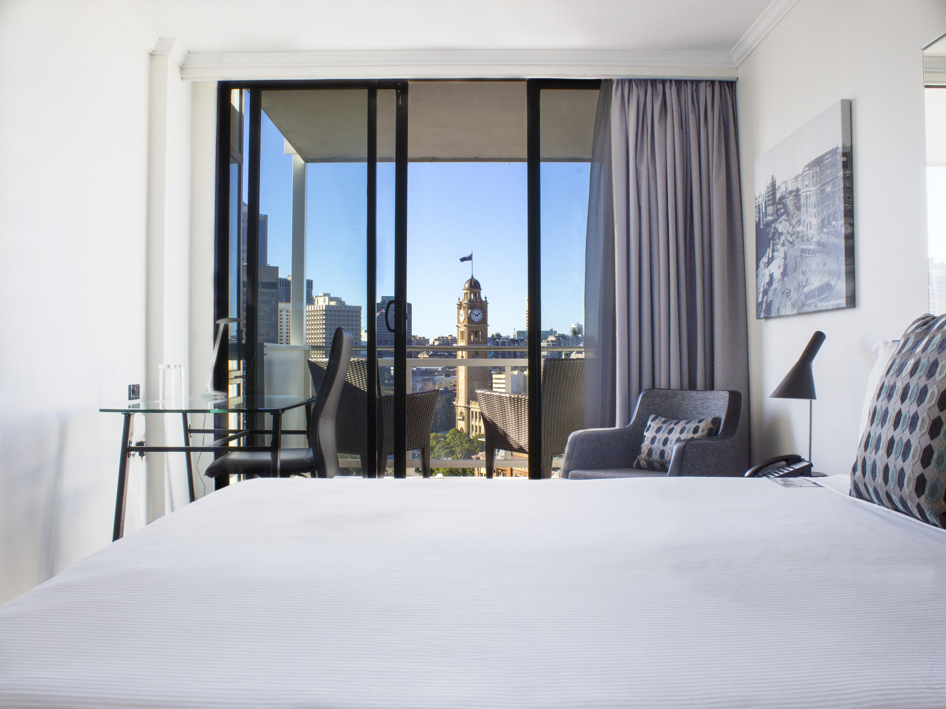 Mercure Sydney Hotel Accommodation Room with View of Sydney and Central Station